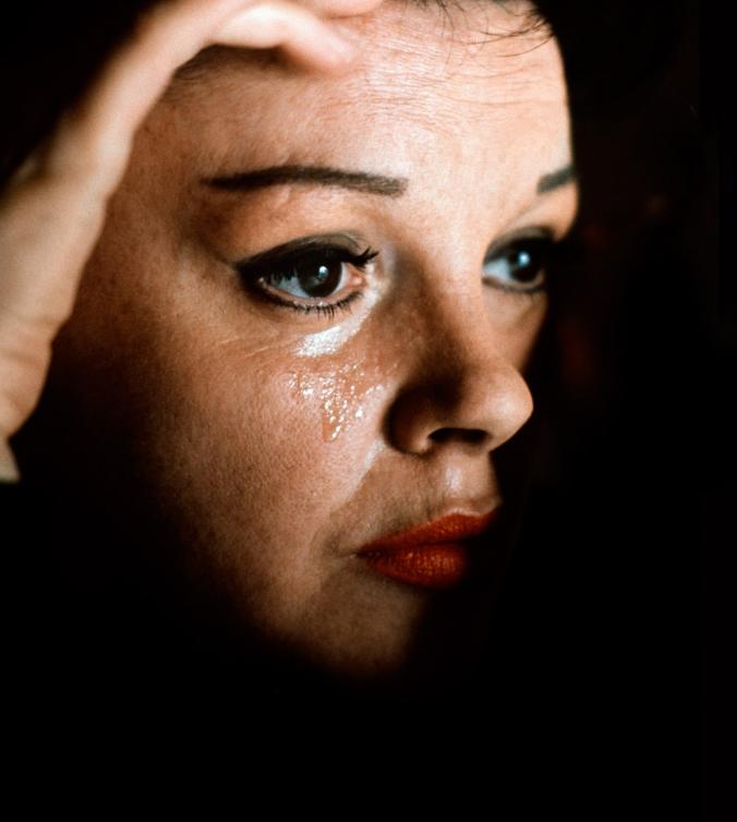 JudyGarland-Tear
