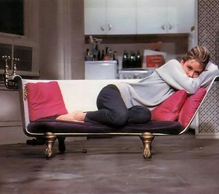 bathtub-sofa-breakfast-at-tiffanys