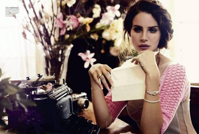 Lana-Del-Rey-typing