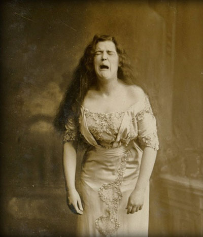 vintage-lady-crying1