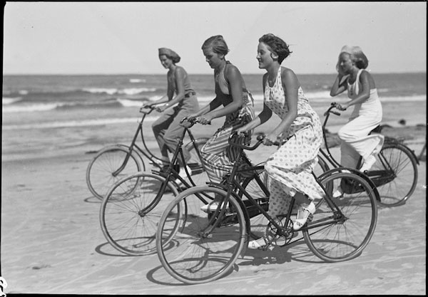 Vintage Snapshots of Summer Fun on the Beach (19)